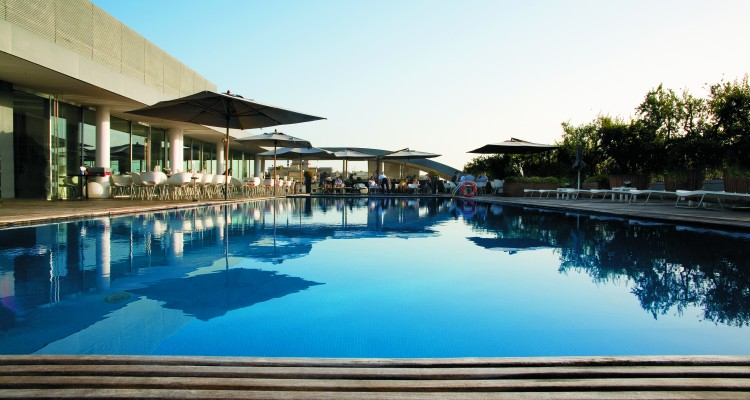 RADISSON-BLU-ES-Pool-750x400