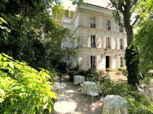 Où dort Angelina Jolie à Paris ?