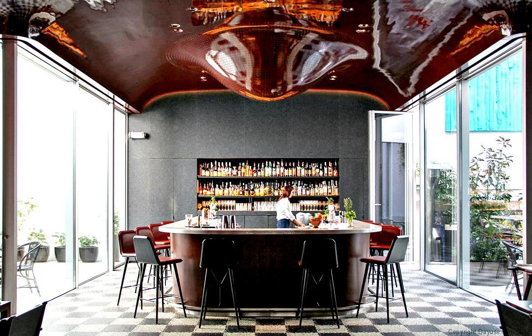 Hôtel Les Bains : 10 anecdotes qui ont fait l'histoire du lieu