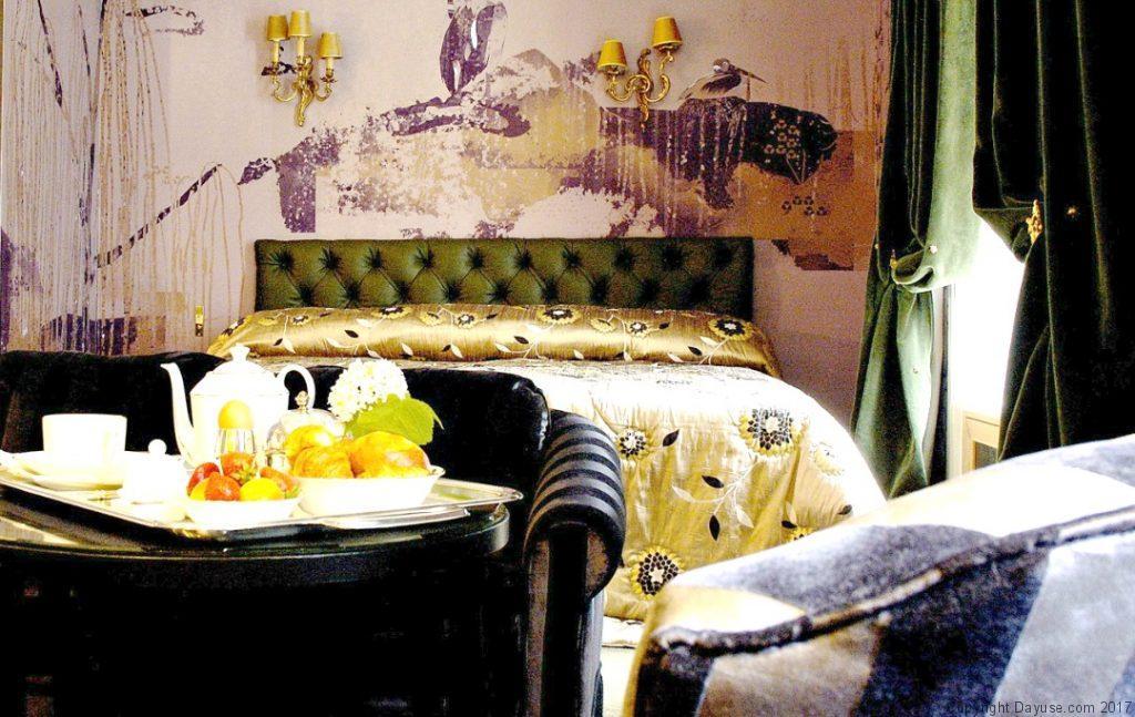 Un brunch dans l'une de suites de l'Hôtel Particulier Montmartre.