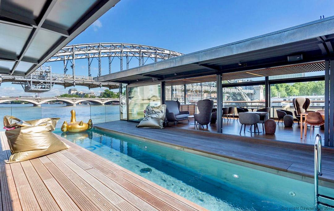 off paris seine d couvrez l 39 incroyable h tel flottant de paris. Black Bedroom Furniture Sets. Home Design Ideas