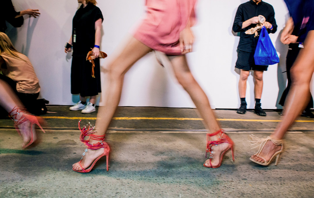 Où sortent les mannequins lors de la Fashion Week ?