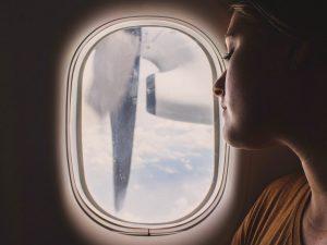 7 astuces pour dormir dans l'avion