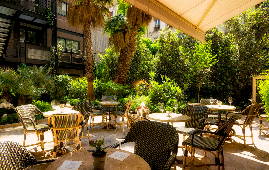 La terrasse exotique de l'Hôtel B Montmartre